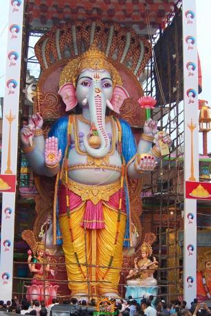 Trishaktimaya Moksha Ganapathi Khairatabad Ganesha 2015 5