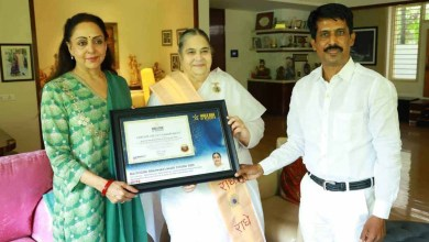 Honourable Hema Malini bestows the certificate of Commitment (Switzerland) to Rajyogini Brahmakumari Yogini Didi