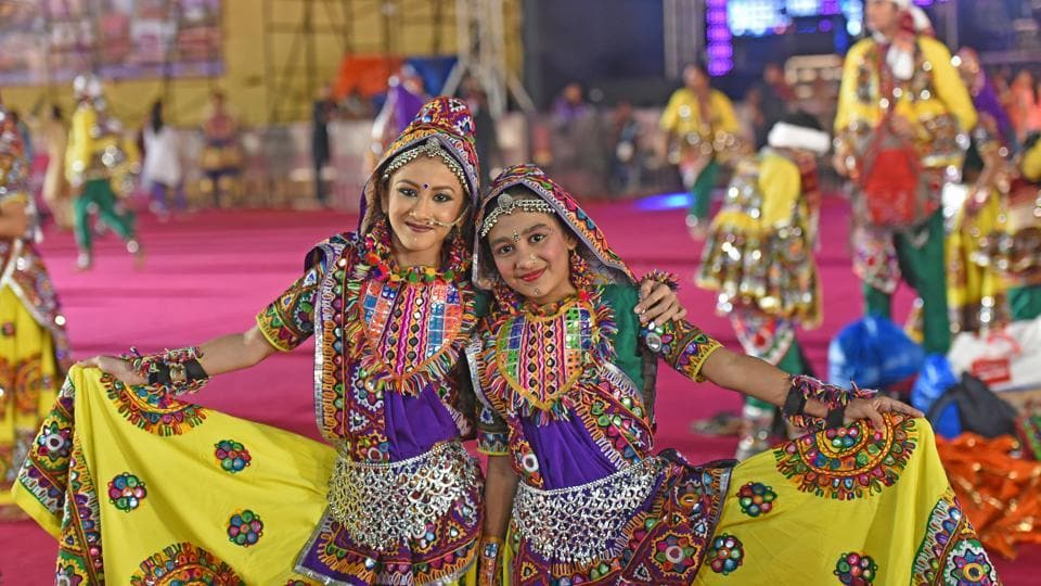 Noise-free Garba, Performances By Famous Singers: Best
