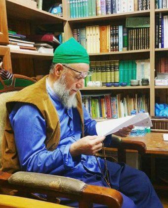 Scheich Muhammad - lesend