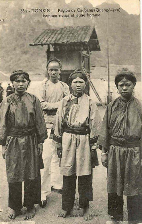 https://i0.wp.com/hinhxua.free.fr/autrefois/ethnies/page2/CaoBang_femmes_Nongs.jpg