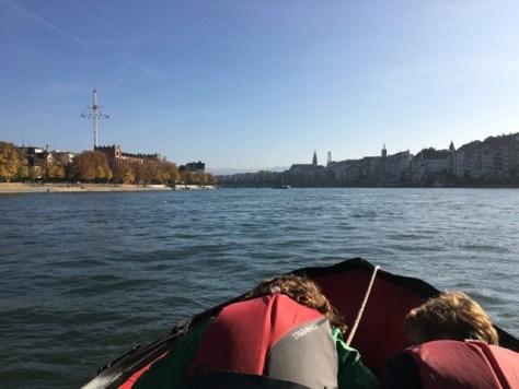 Steuerbord das Grosbasler-, Backbord das Kleinbasler-Ufer.