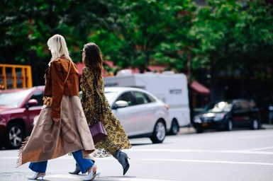 what-shoes-to-wear-with-jeans-for-fall-street-style