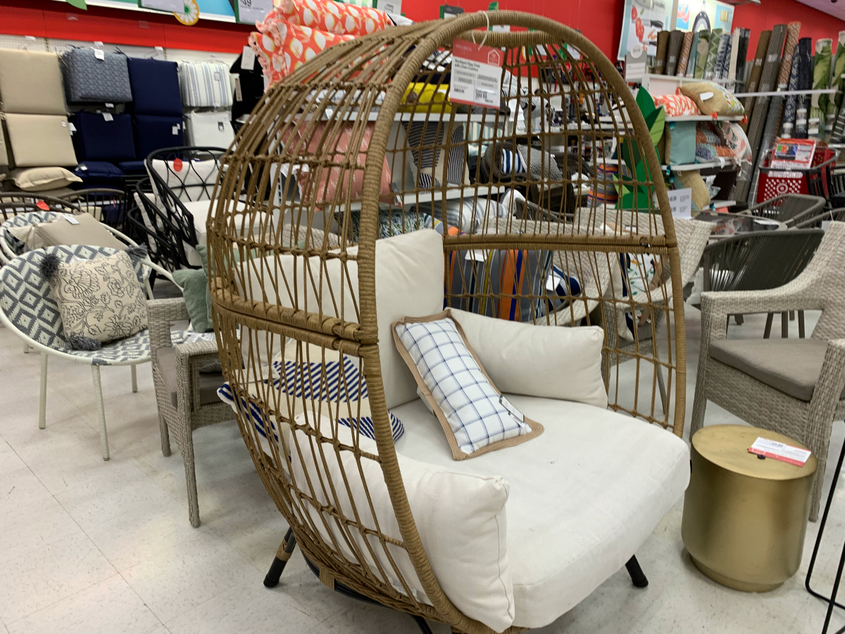 Wicker Egg Chairs For Sale We Think These Trendy Chairs Are Egg Cellent Hip2behome