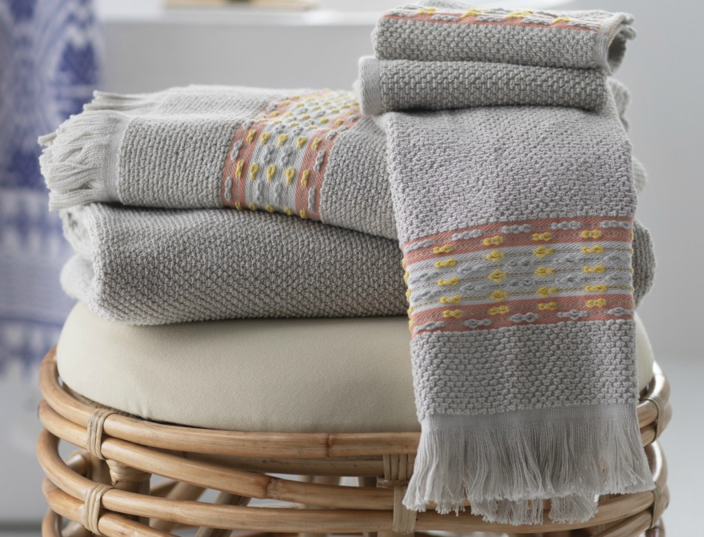 Drew Barrymore 6-Piece Fringe Bath Towel Set