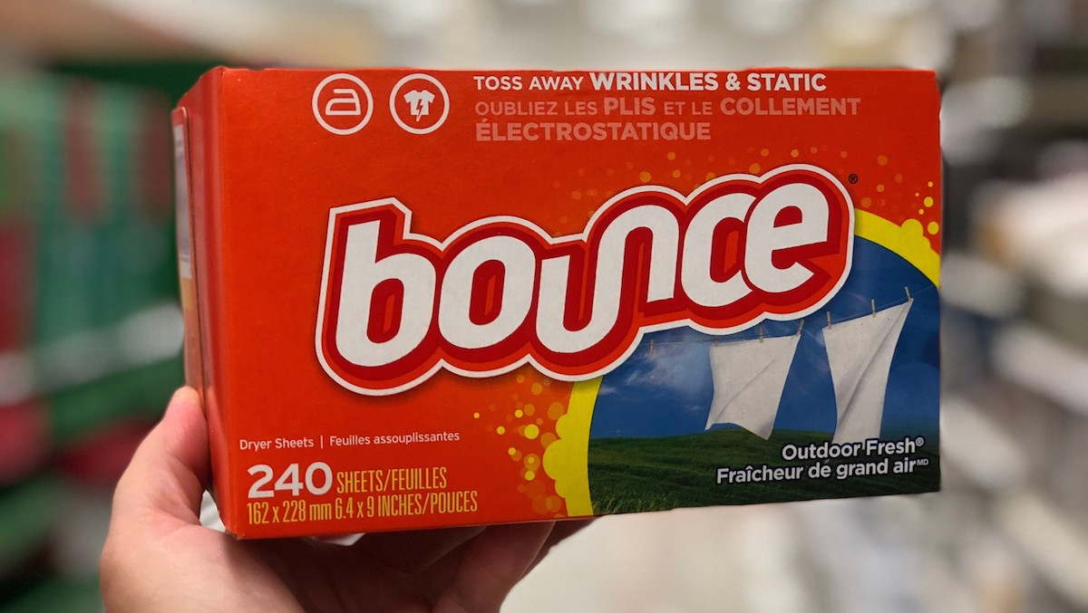 hand holding bounce dryer sheets box