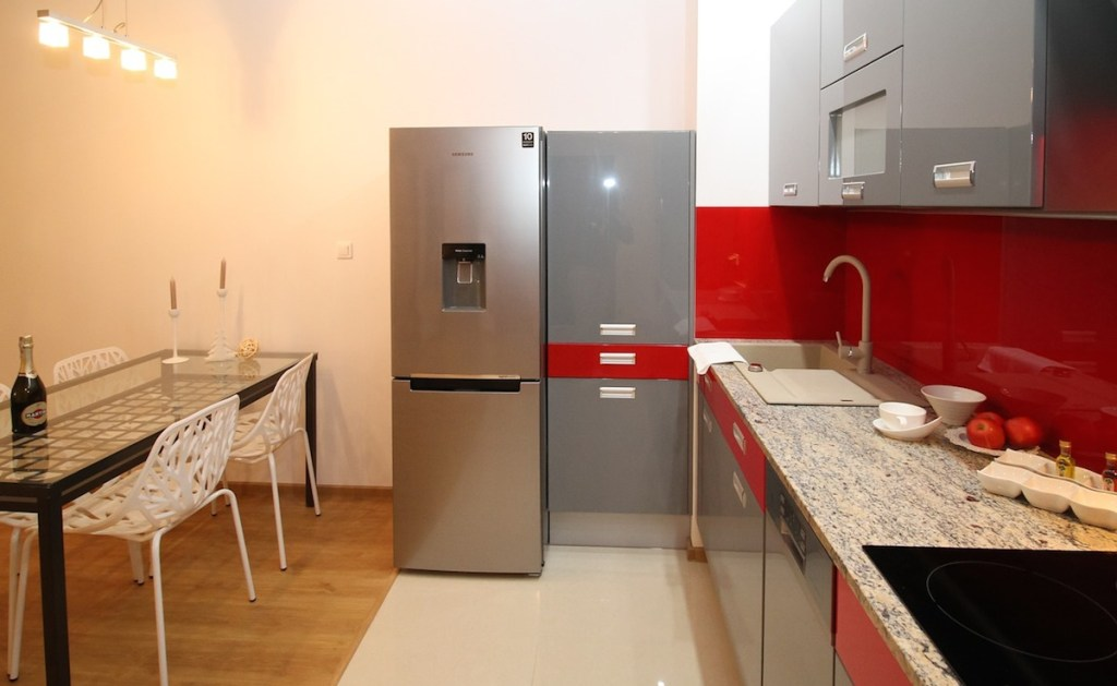 kitchen with red glossy backsplash and gray cabinets