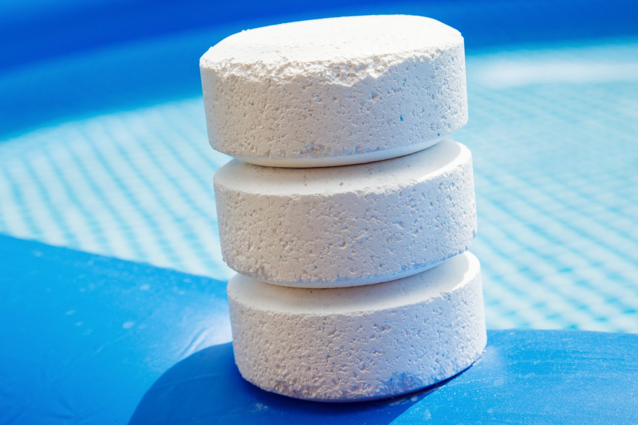 Chlorine pucks for pool. saltwater pool vs chlorine