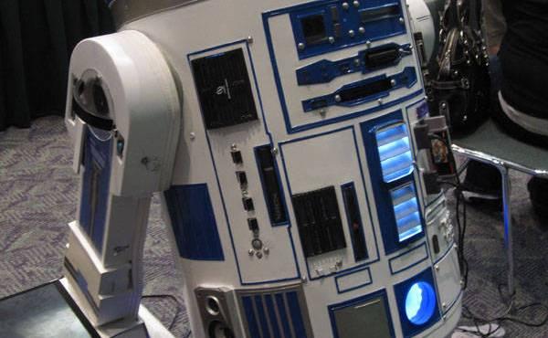 Un mod de R2D2 que alberga 10 consolas de vídeojuegos