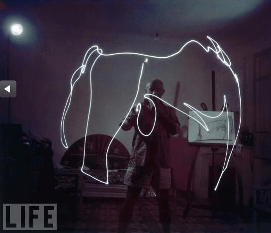 Picasso pintando con luz