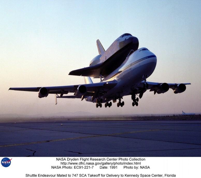 747 (modificado) y el Transbordador Espacial Endeavour
