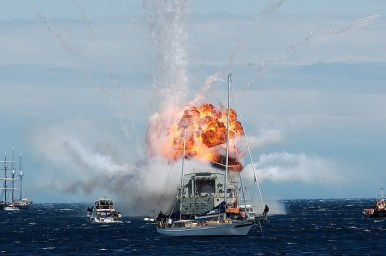 HMNZS Wellington Scuttle new reef cool explosion 2