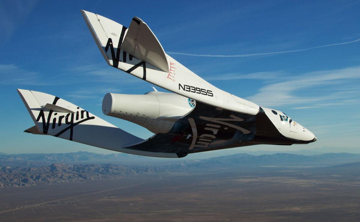 Vuelos Suborbitales: Virgin Galactic Space Ship Enterprise (VSS Enterprise) en su primer vuelo con motor de cola expuesto el 19 de diciembre de 2012