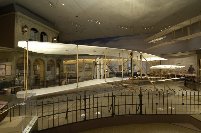 Wright Flyer - Museo Smithsonian - 10 lugares para geeks que deberías visitar