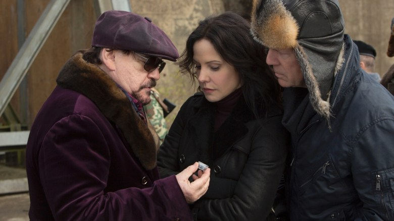Brian Cox, Mary-Louise PArker y Bruce Willis en RED 2