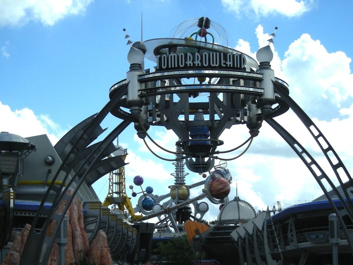 Qué es Tomorrowland ¿una película, un parque temático o ambas cosas?