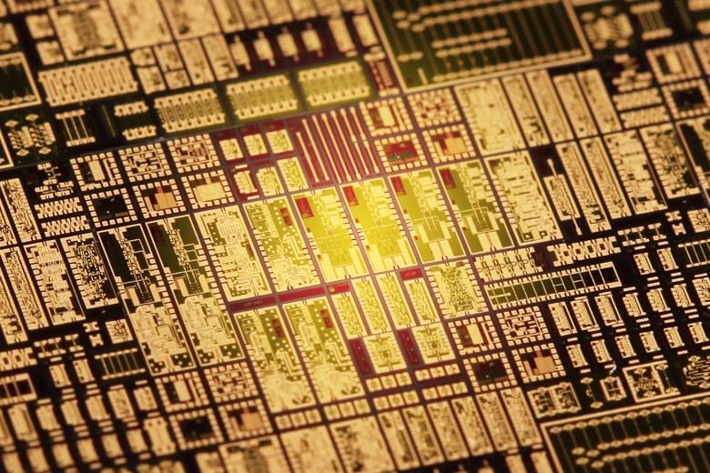 Millilink chip receptor