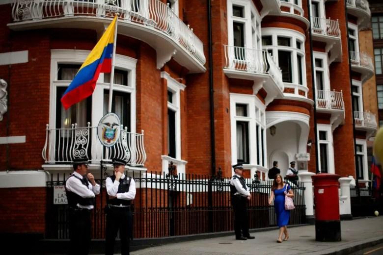 [La Jornada](http://www.lajornadajalisco.com.mx/2012/08/20/absurdas-las-acusaciones-de-assange-sobre-caza-de-brujas-eu/)