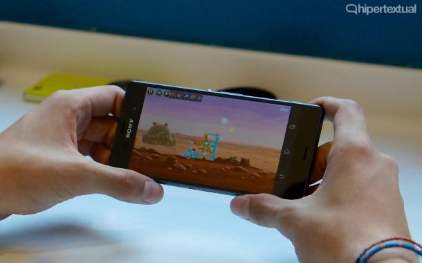 No importa lo que hagas con tu smartphone. El Sony Xperia Z3 y el Sony Xperia Z3 Compact aguantarán tu ritmo de vida.