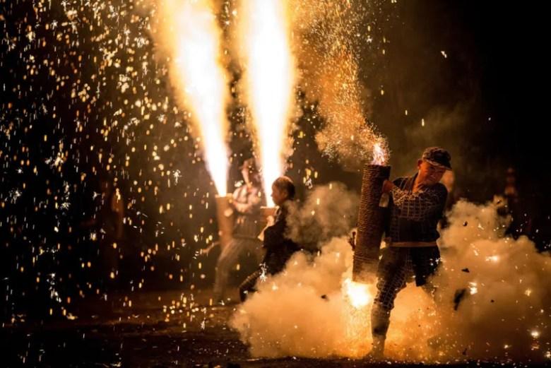 Festival de fuegos artificiales en Japón. Foto de Hidenobu Suzuki. National Geographic Photo Contest