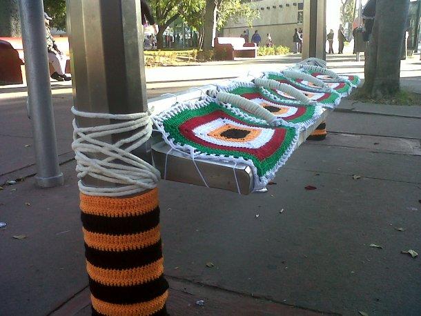 yarn-bombing-parabus2