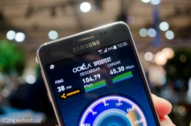 """La tecnología Carrier Aggregation funcionando en un Samsung Galaxy Alpha. Muestra """"4G+"""" en la barra de notificaciones en lugar de """"4G""""."""