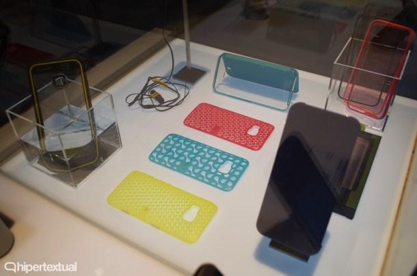 Los accesorios del HTC One M9. Encontramos una nueva funda Dot View y varias carcasas de colores muy atractivas.