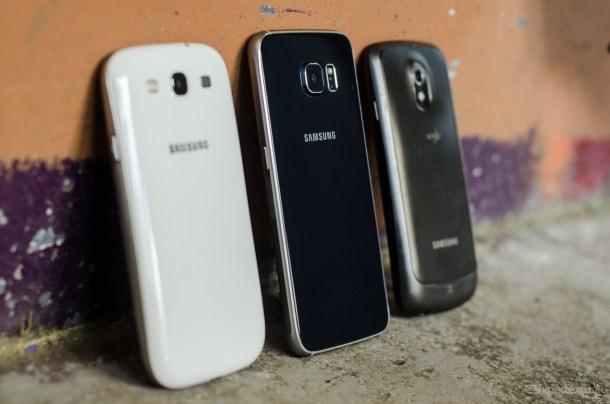 Me dicen que en esta imagen hay tres teléfonos de gama alta de distintas épocas. Yo sólo veo uno.