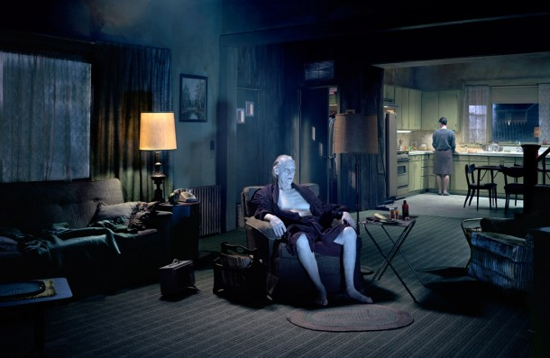 Gregory Crewdson (Beneath the roses)