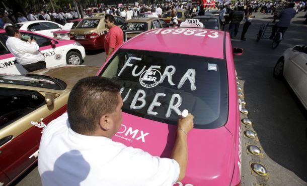Un tribunal italiano prohíbe servicios de taxi sin licencia, como Uber