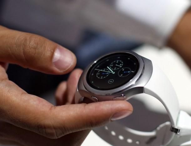 H Samsung Gear S2 16
