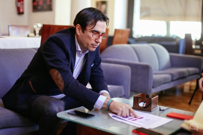 Nilo García Manchado durante la entrevista. Fotografía: Ariana Escobar.