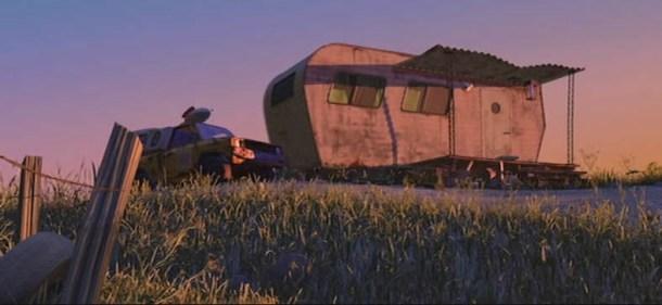 En Bichos, los insectos se electrocutan con la lampara de esta caravana. En Monstruos S.A., aparece como el hogar de una de las niñas asustadas por los monstruos.