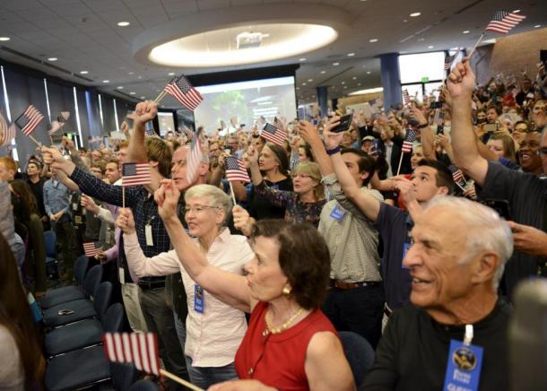 Científicos celebran la llegada del New Horizons a Plutón. Reuters | Mike Theiler