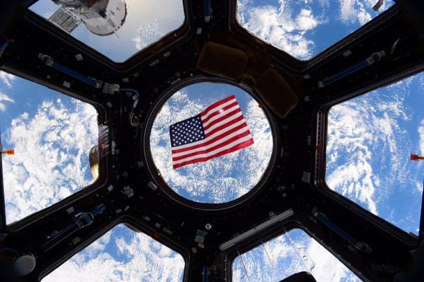 Una bandera de EE.UU. contemplada desde la Estación Espacial Internacional. Reuters | NASA | Kjell Lindgren