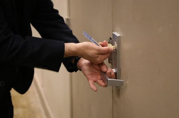 A diferencia del resto de instalaciones de Ford en las que se accede con una tarjeta electrónica. Al sótano donde se gestó el proyecto del Ford GT se puede acceder únicamente con una llave de mano.