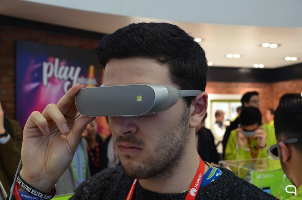"""El kit LG 360 fue el claro ejemplo del """"y yo también"""". Una propuesta muy lejos de lo que aspira a ser la realidad virtual que impulsa Sony, Facebook y Valve/Steam."""