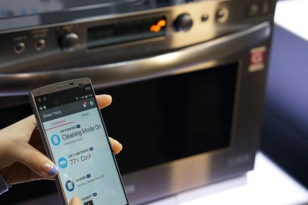 Las regulaciones de seguridad hacen que el horno no pueda ser programado de forma remota, así que una vez transferidos los comandos adecuados, habrá que ir al propio horno a darle al botón de inicio.