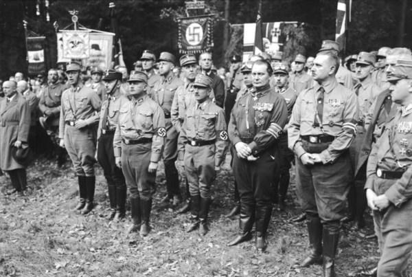 Cuando te comparan con los nazis de manera sensata, la señal es clara sobre que debes cambiar tu conducta.