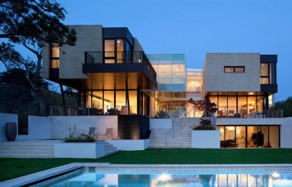 No es necesario esperar que la sociedad sea una distopía en plan Black Mirror para vivir en una casa como esta.