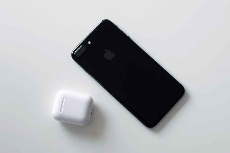AirPods + iPhone 7 Plus Jet Black