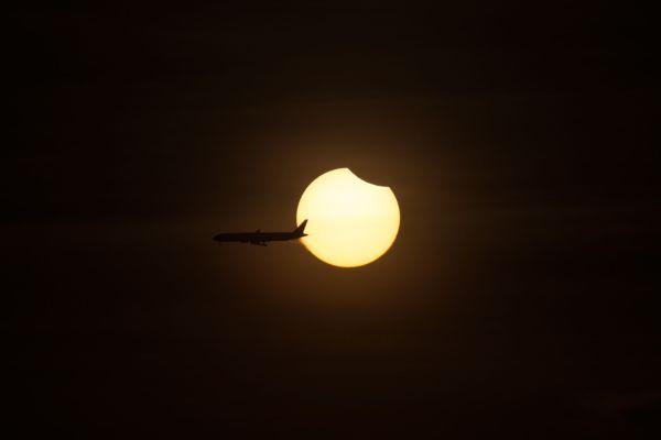 vincent-tan-plane-solar-eclipse-march-2016-24