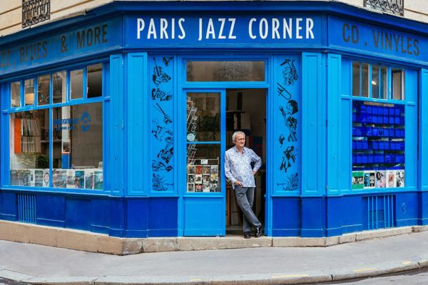 the-story-behind-these-iconic-parisian-storefronts-5809c93dc699f__880