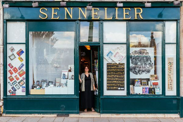 the-story-behind-these-iconic-parisian-storefronts-5809c95fac2d6__880