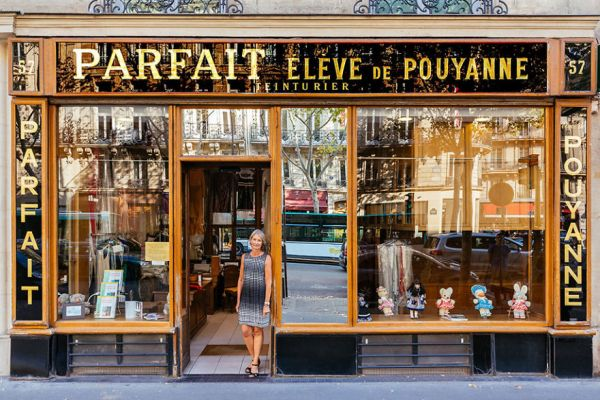 the-story-behind-these-iconic-parisian-storefronts-5809c965c5167__880