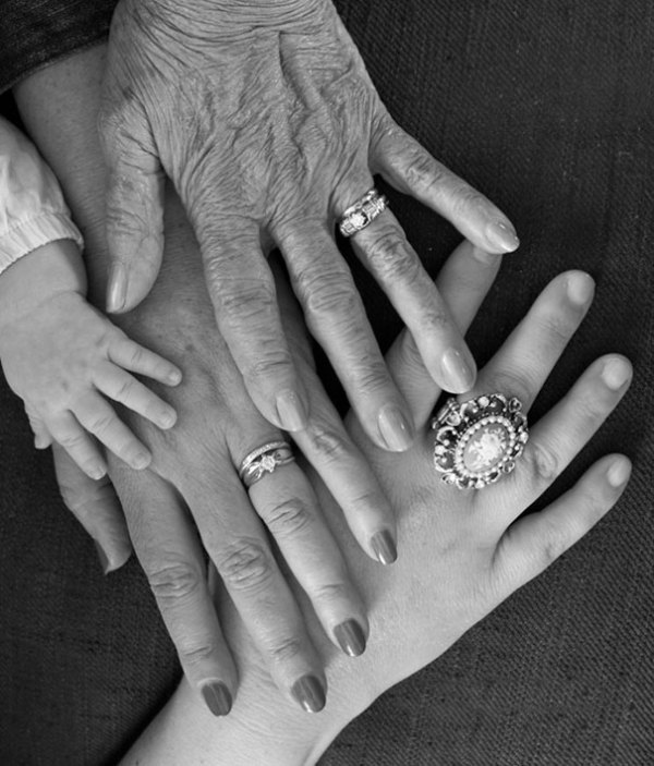 family-portrait-different-generations-in-one-photo-109-5863bbb396a5f__605