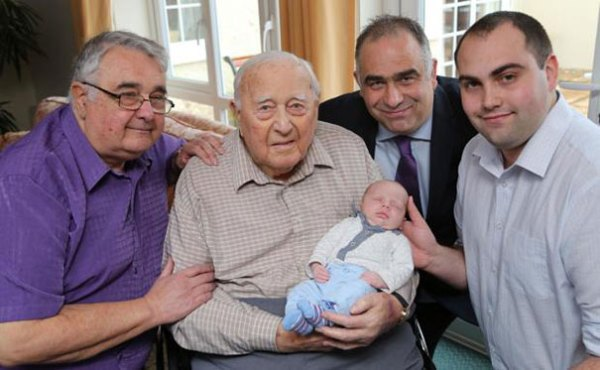 family-portrait-different-generations-in-one-photo-135__605