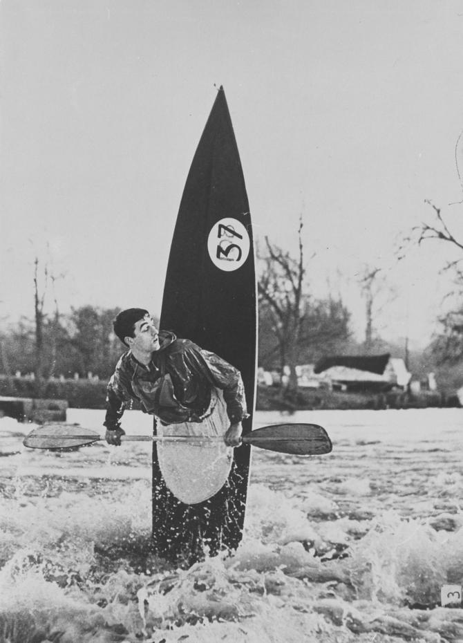 Mike Ramsay, del club de piragüismo Chalfont Park, remando en el río Támesis. Imagen: Stewart Fraser.