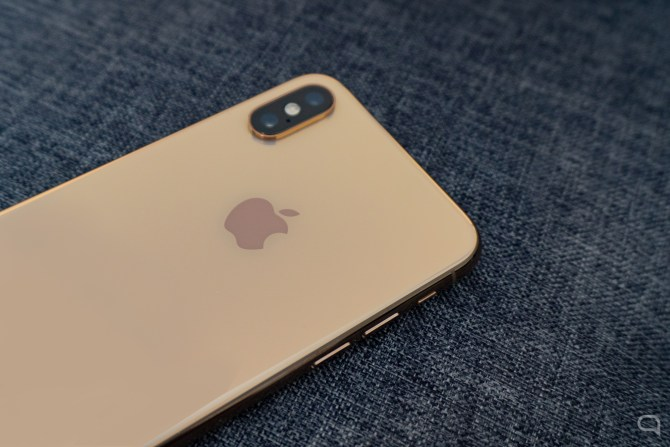 iPhone XS Review Trasera 2