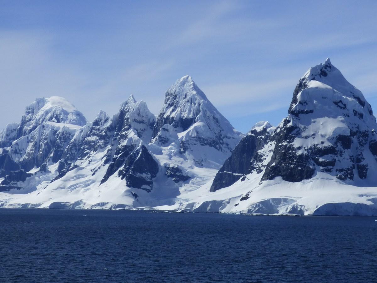 Hallan microplásticos en la Antártida